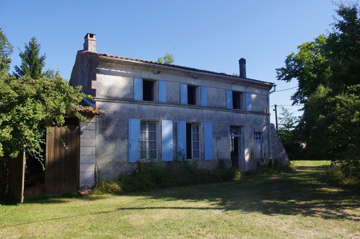 House near Jonzac in need of renovating