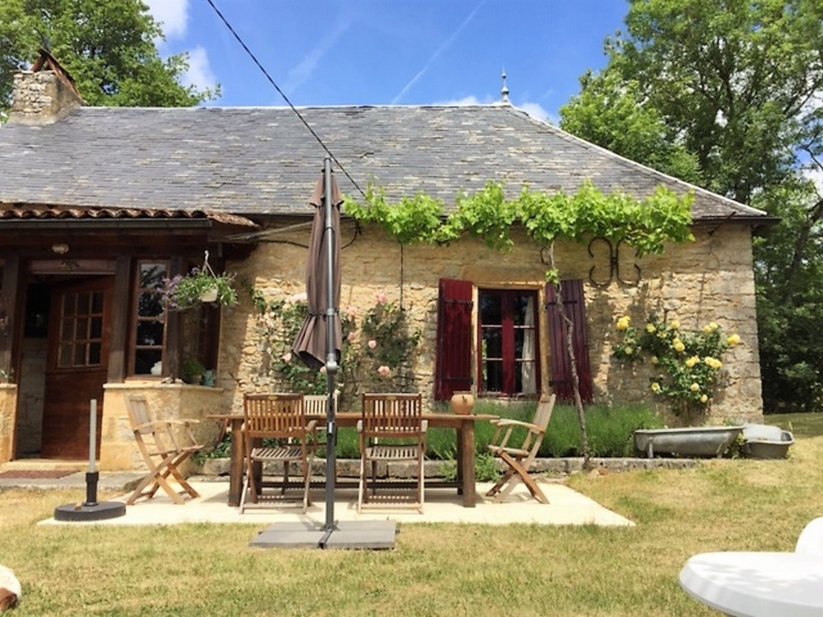6 bedroom stone house with many original features and opportunities