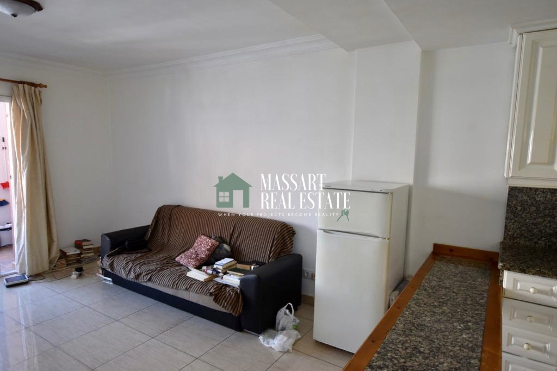FOR SALE - Recently renovated apartment of 57 m2 located in the center of Los Cristianos, in the Marte building ... just 5 minutes from the beach!