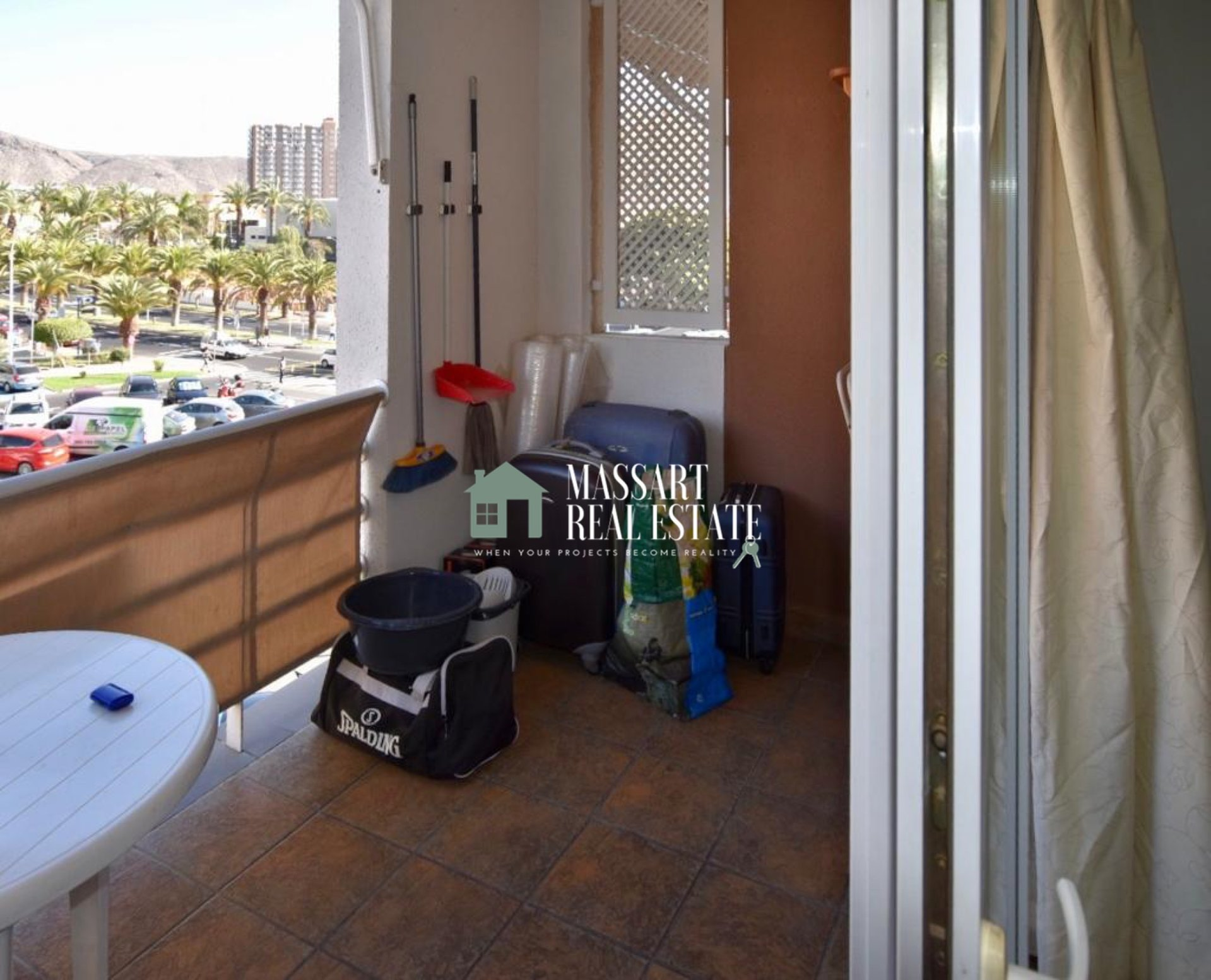 TE KOOP - Recent gerenoveerd appartement van 57 m2 gelegen in het centrum van Los Cristianos, in het Marte-gebouw ... op slechts 5 minuten van het strand!