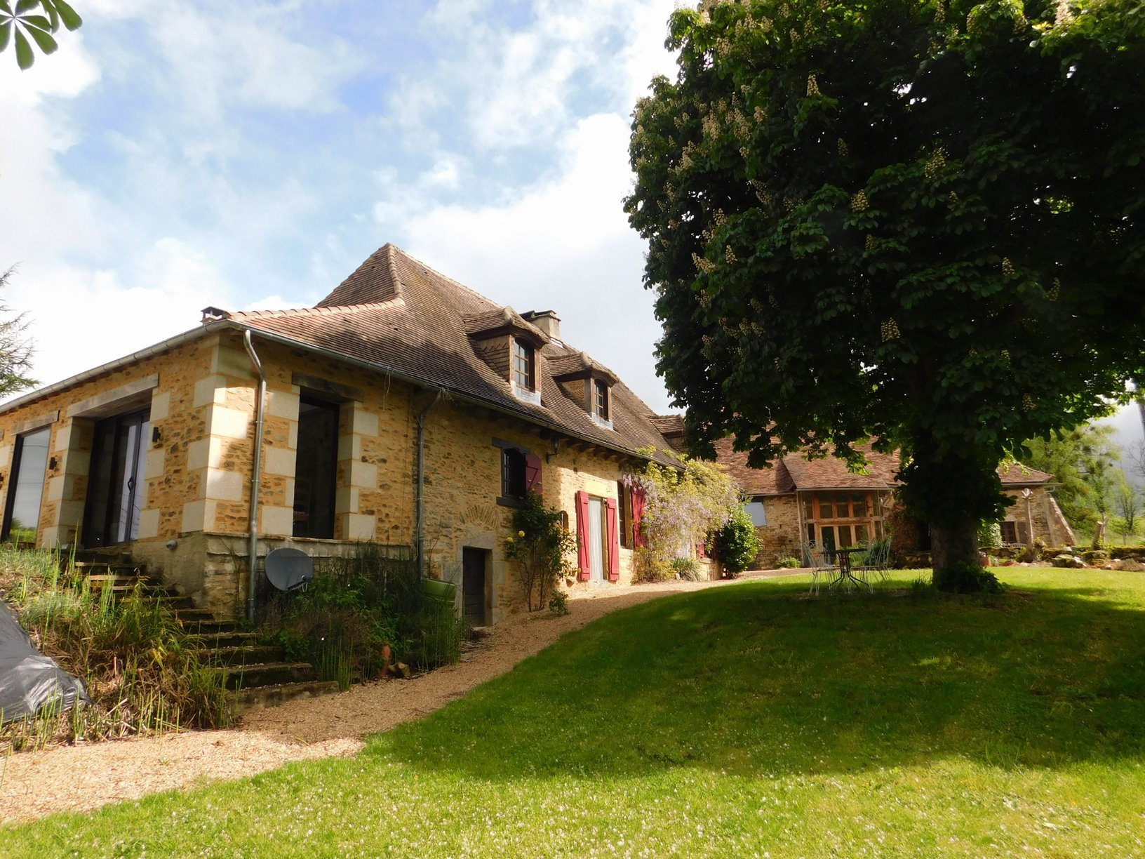 Traditional 18th century farmhouse, two beautiful barns, smallholding on 6.8ha