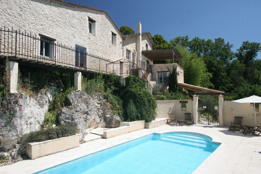A stunning, restored stone house with 4 bedrooms/4 bathrooms, private apartment and swimming pool