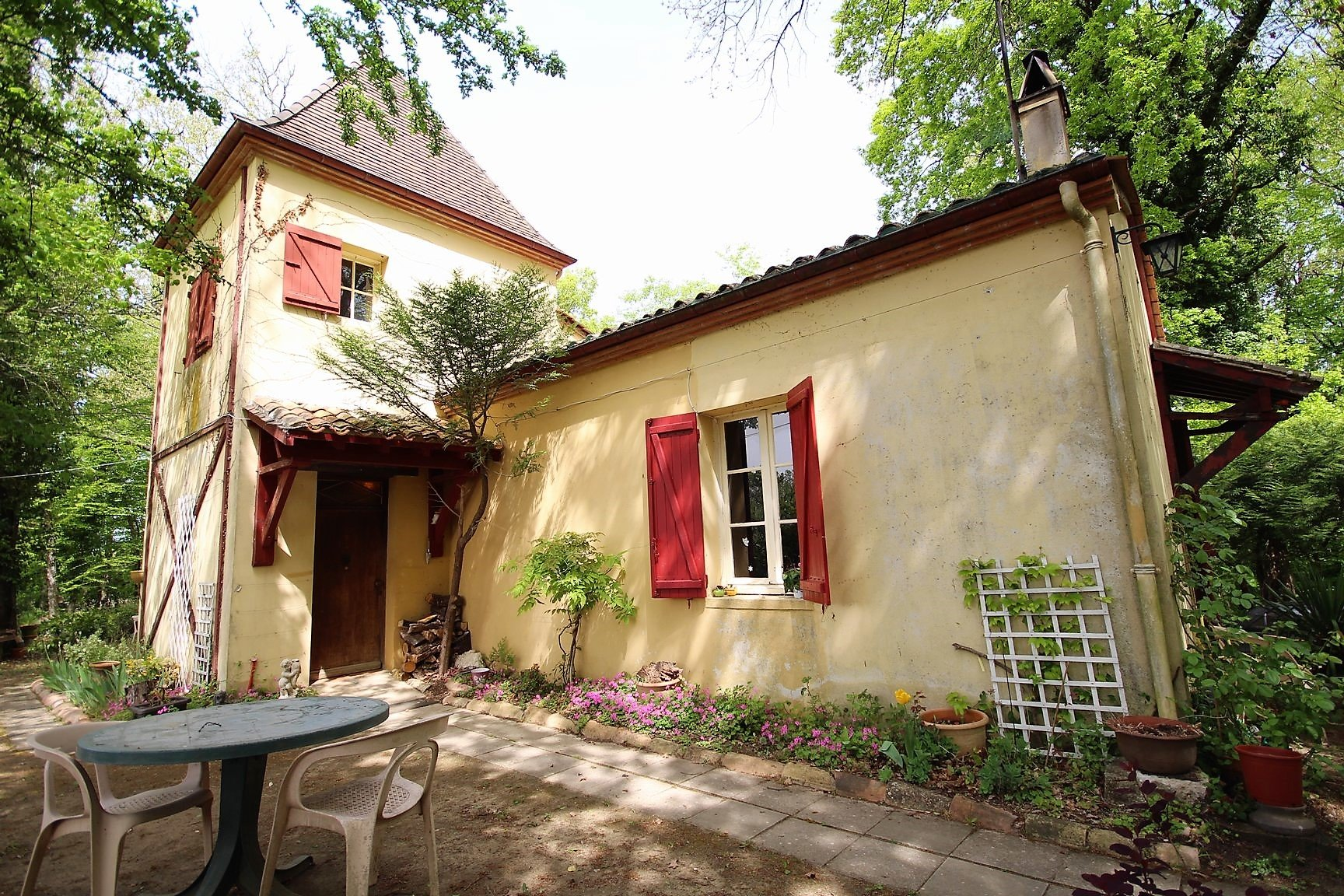 Fabulous Opportunity to have a 3 bedroom house with views and woodlands, only 10 minutes from Eymet