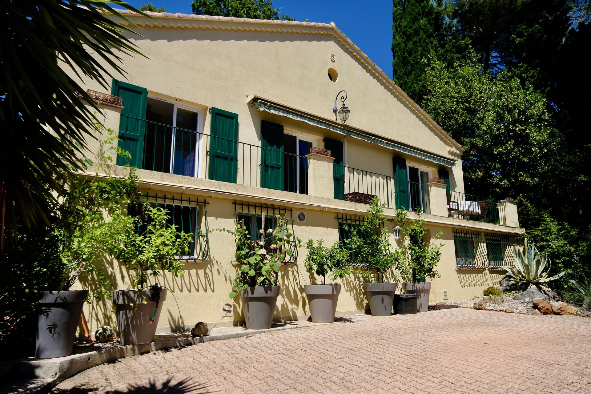 Nice provencal villa walking distance from the village