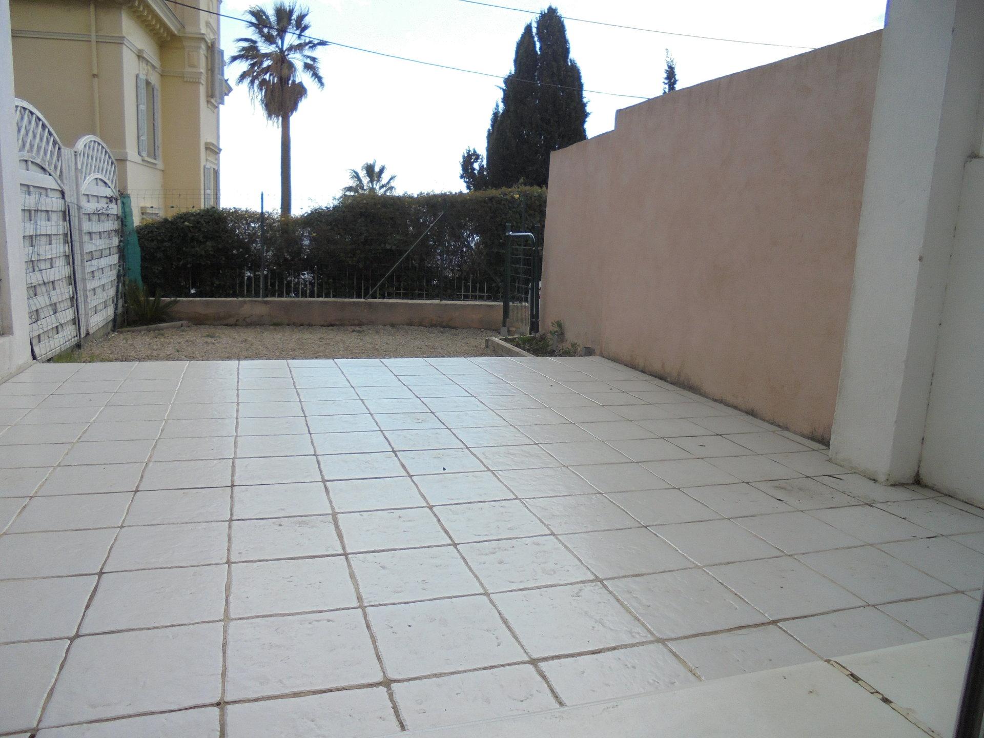 GRASSE Est, Quartier résidentiel,  2 pièces, Rez de jardin
