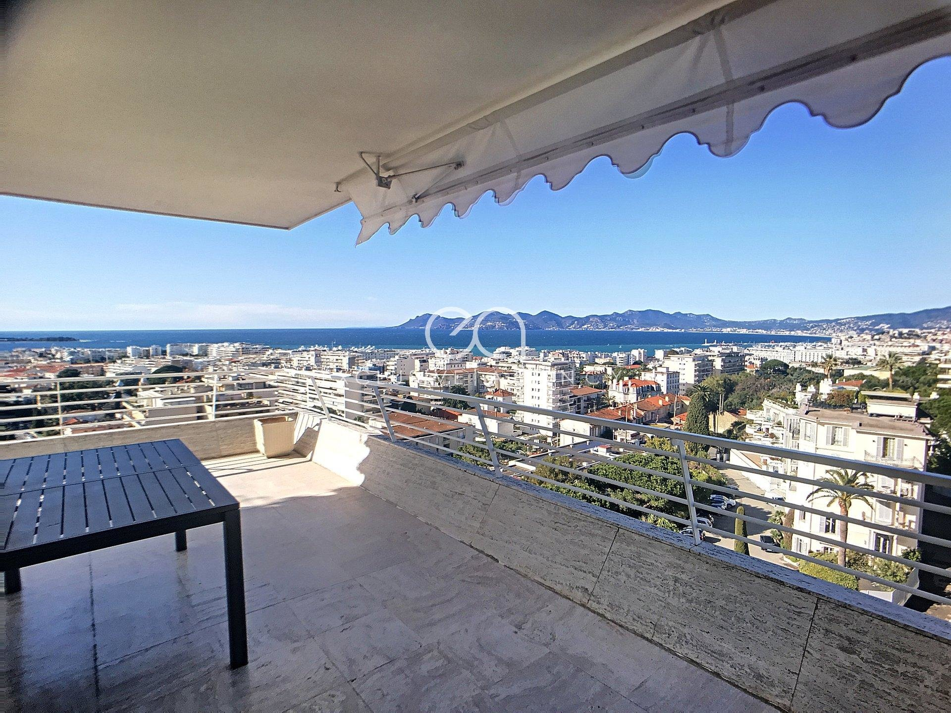 Furnished long term rental furnished 3-bedrooms apartment 110m² with terrace and panoramic sea view