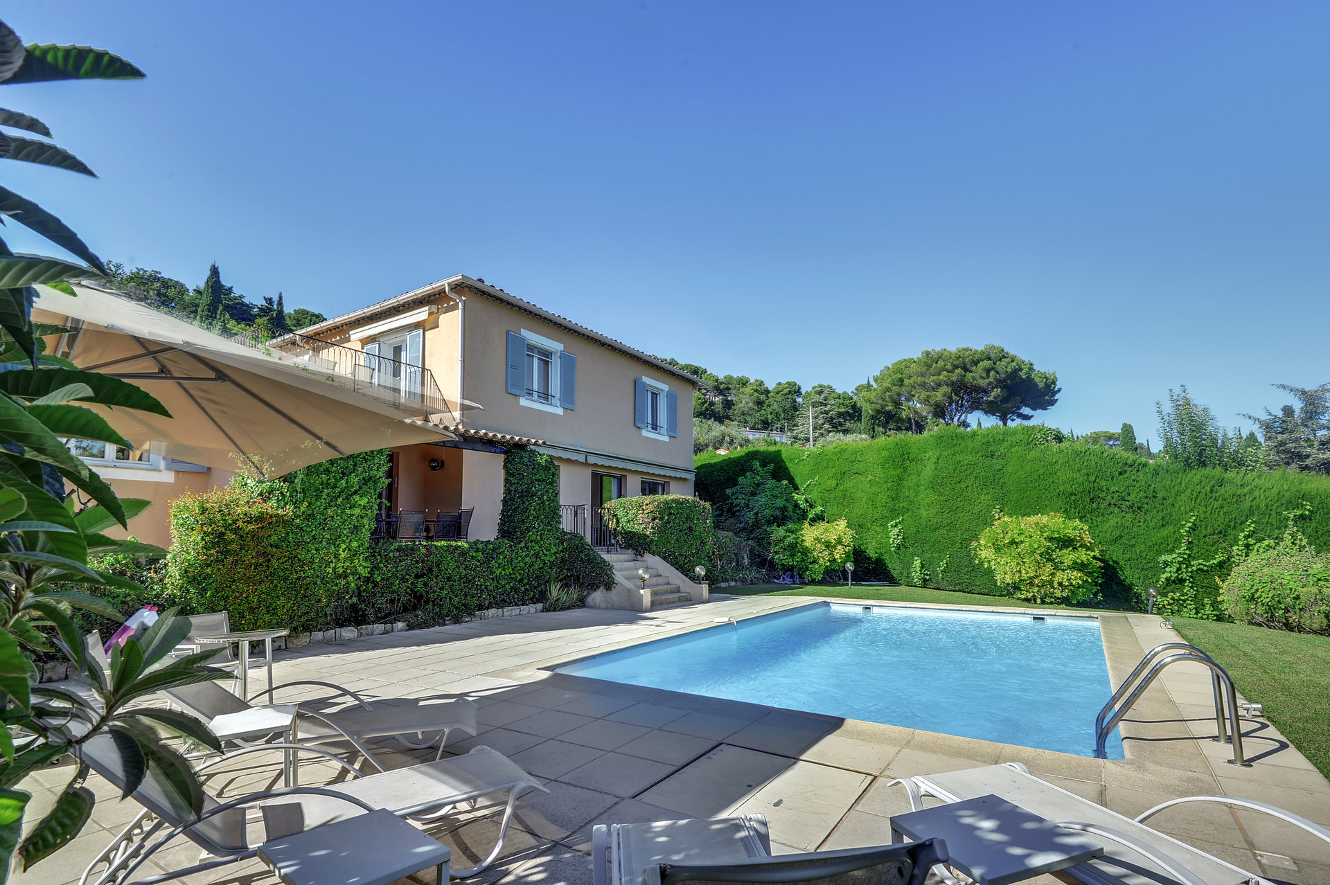MOUGINS - Charming house with lovely sea view - SOLE AGENT.