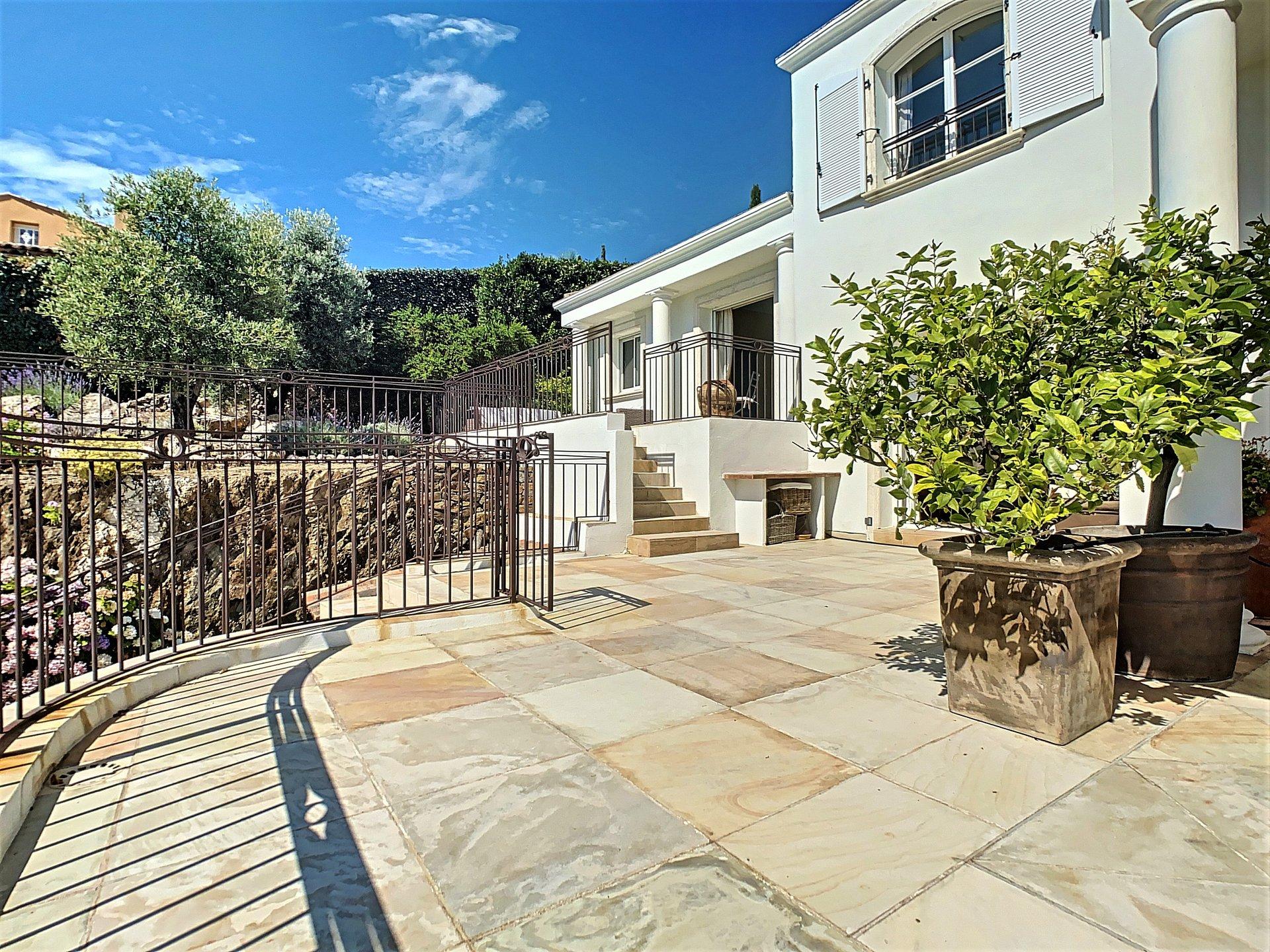Te koop prachtige villa in Les Issambres met super zeezicht