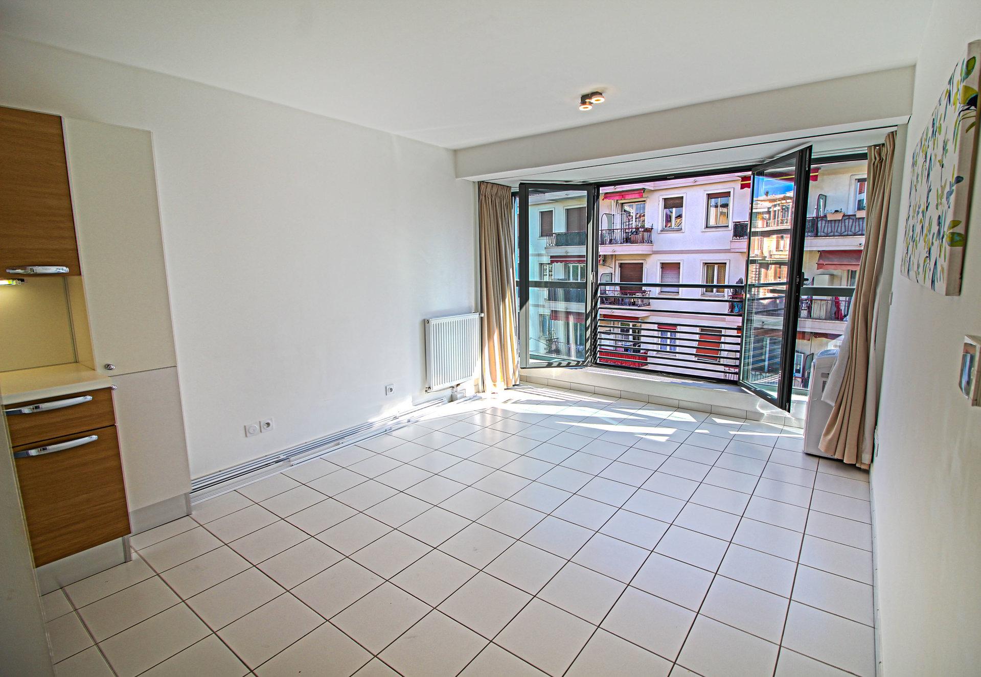LIBERATION - Immeuble Récent - 2P 40m² - TBE - 215.000 €