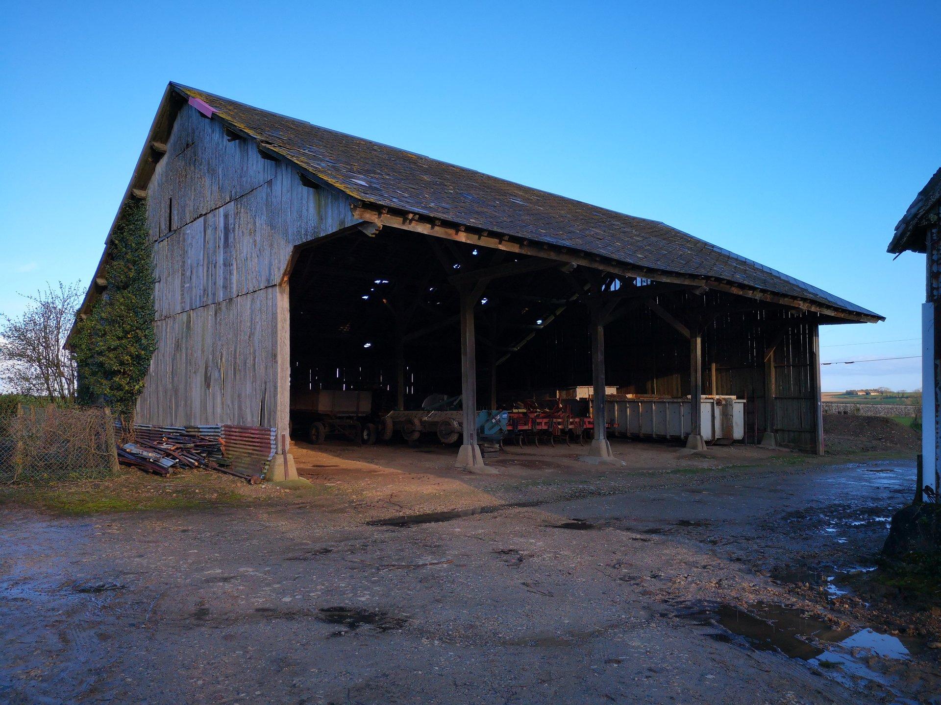 Ensemble de bâtiment et dépendance agricole avec terrain