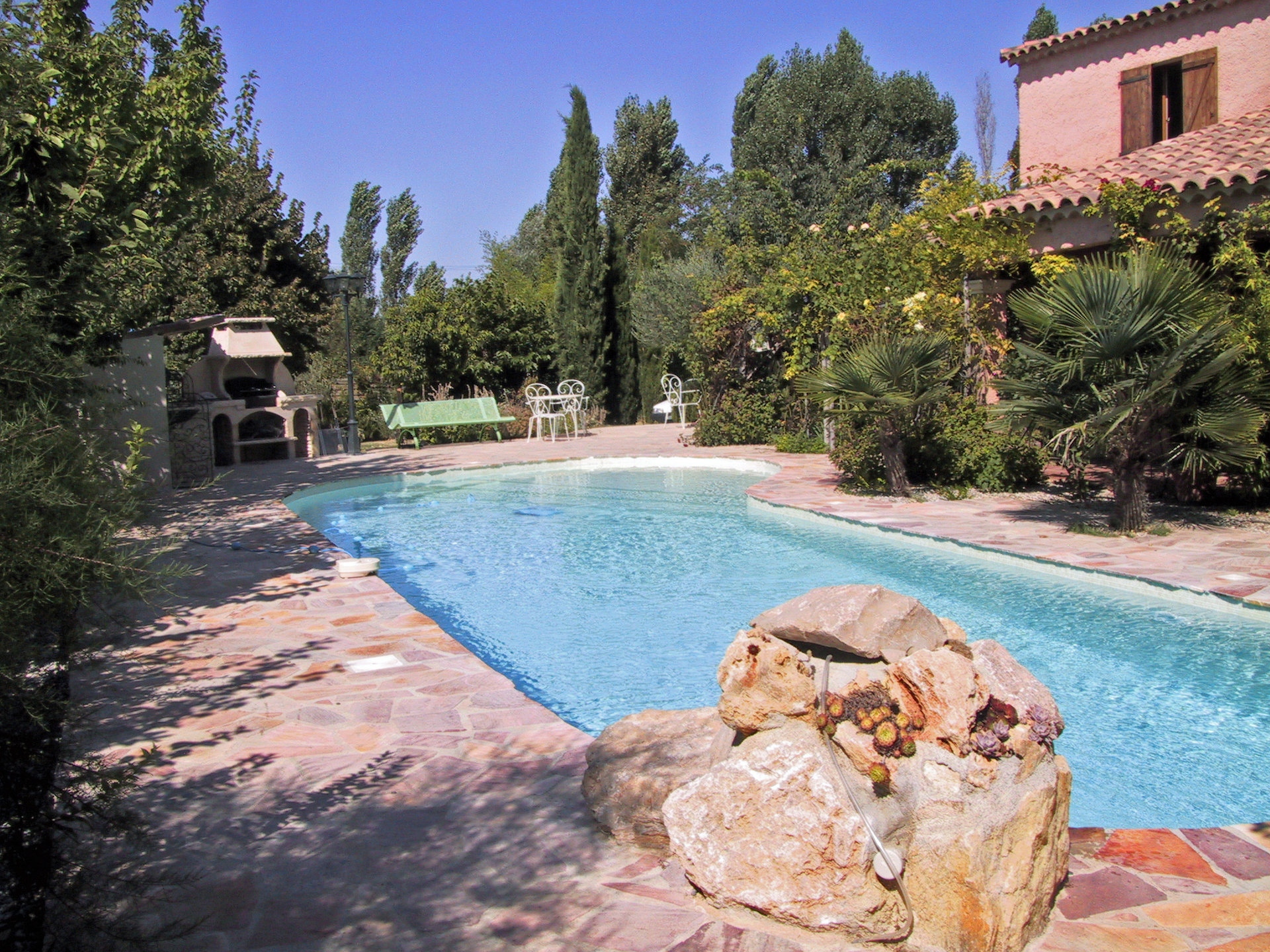 Saint-Antonin, 4 bedroom villa, swimming pool, 2 garages