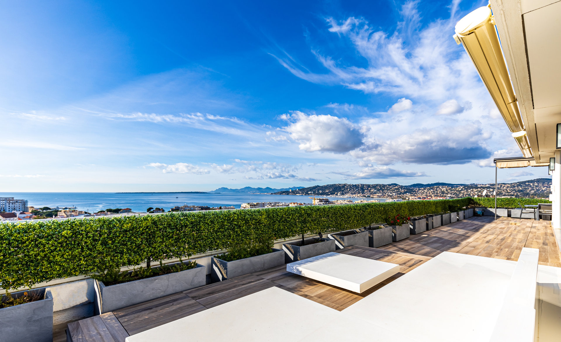 Penthouse with stunning sea and mountain views in Antibes