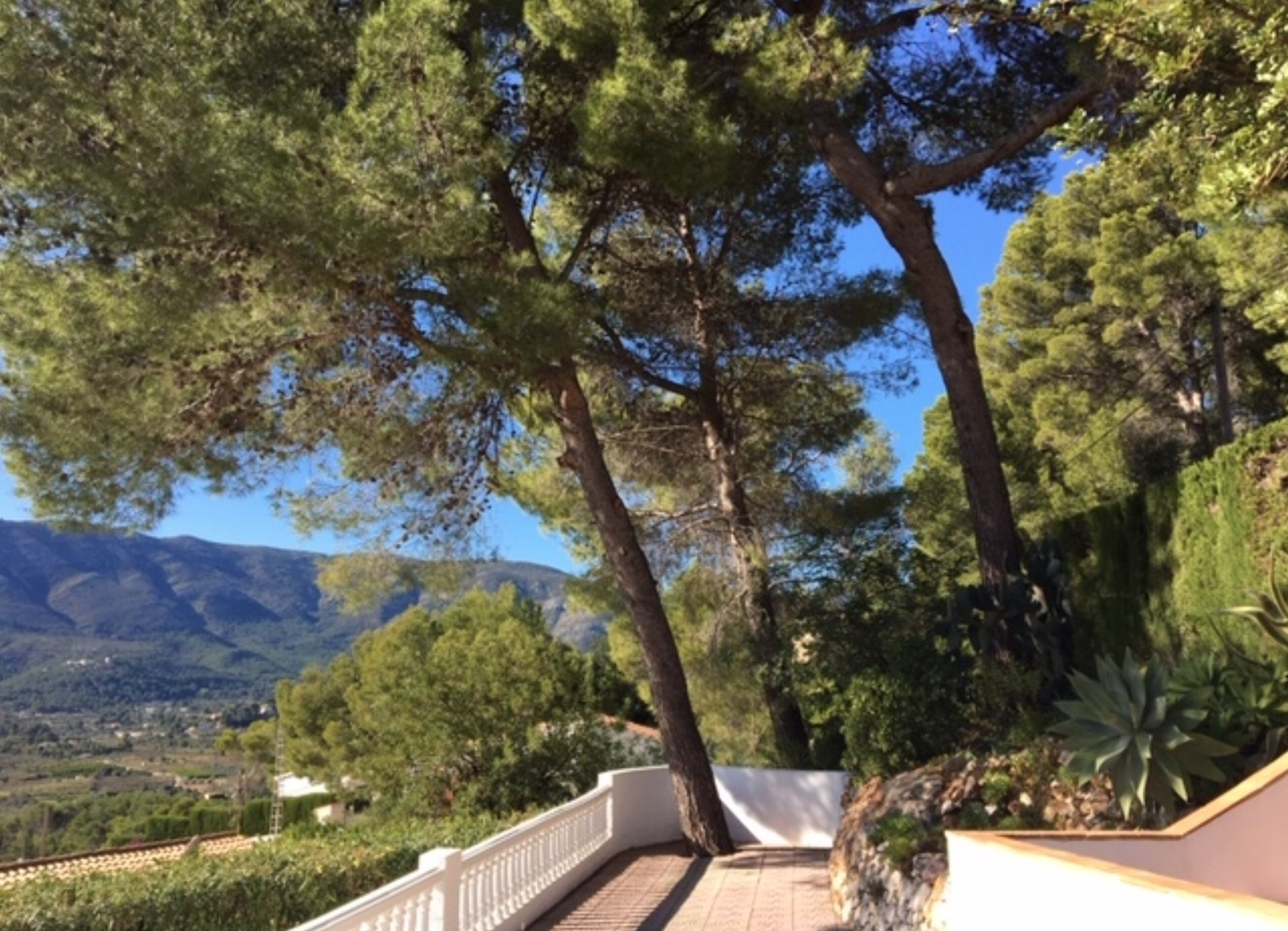 Villa with stunning south facing views across the Jalon valley