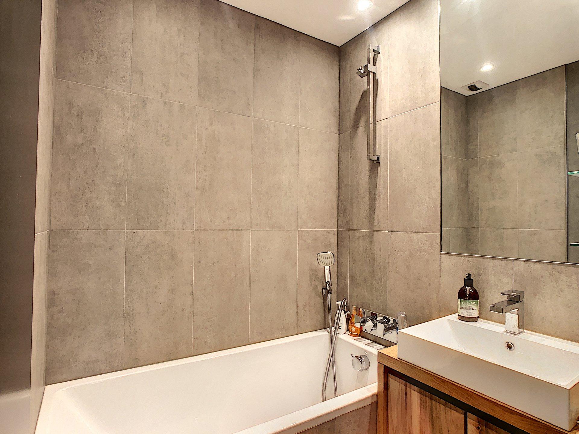 Nice tiled bathroom