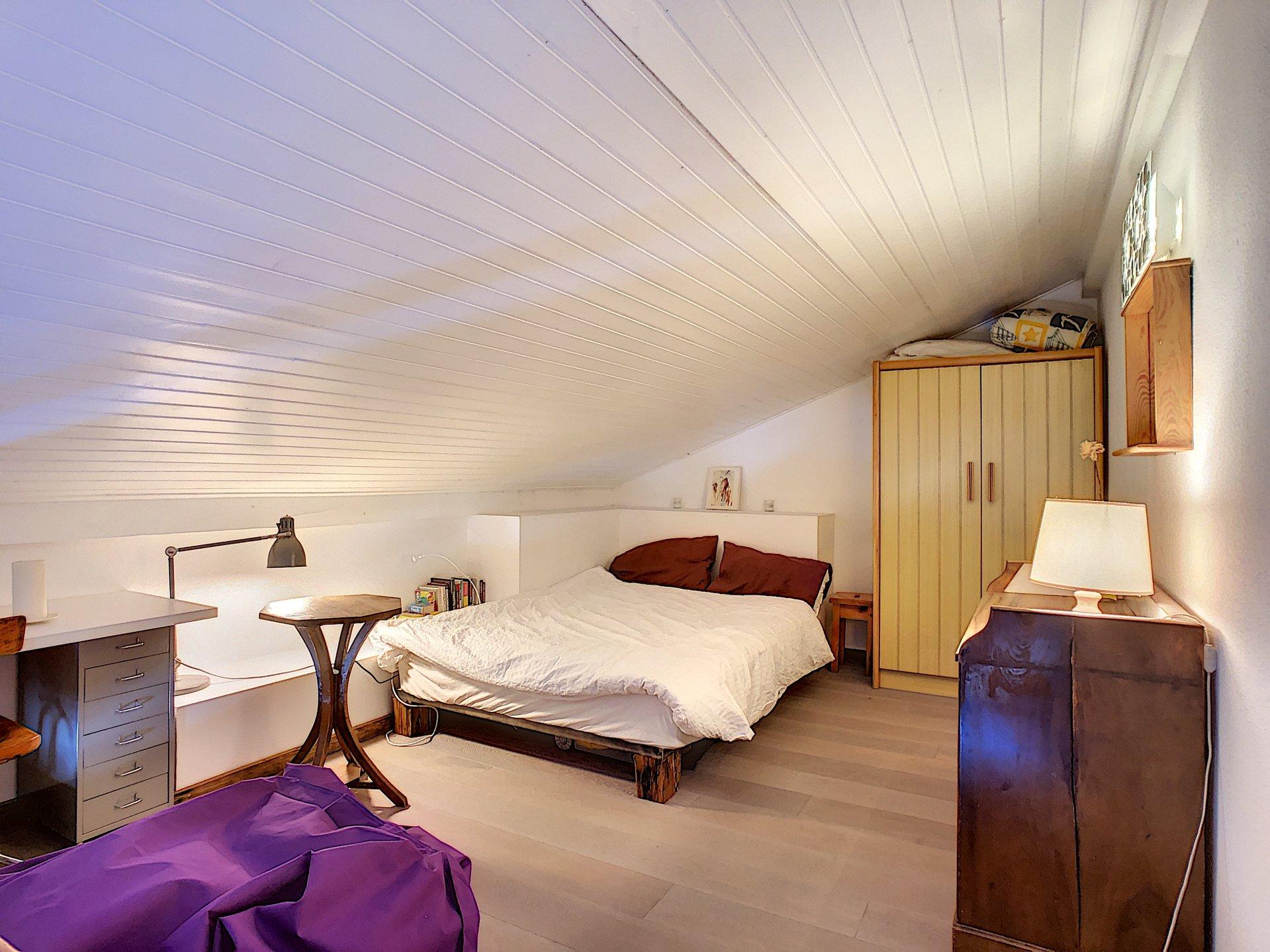 Large mezzanine bedroom