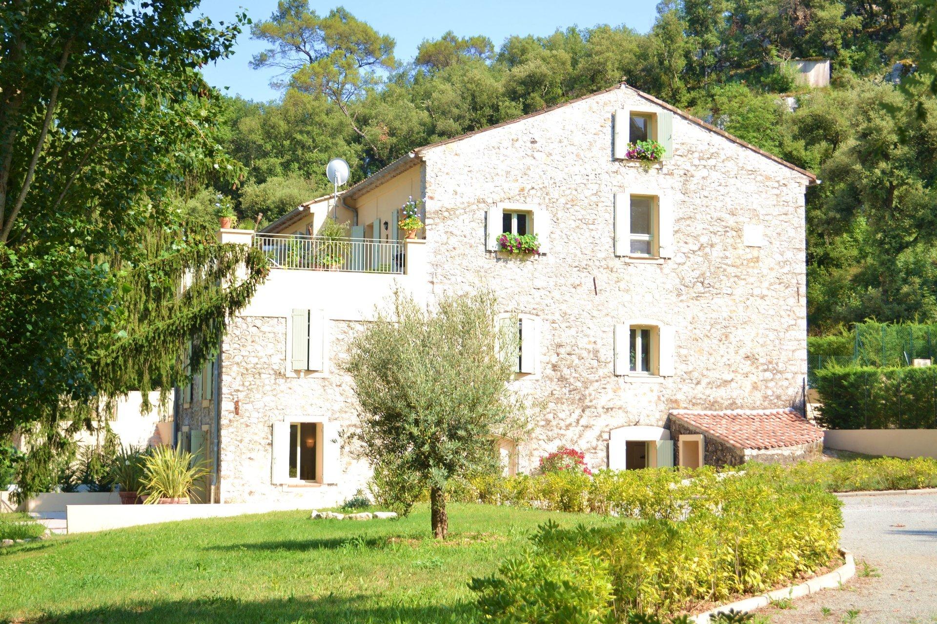 ALPES MARITIMES (06) - Roquefort les Pins A vendre 4 pièces avec terrasse +terrain 1300 m²