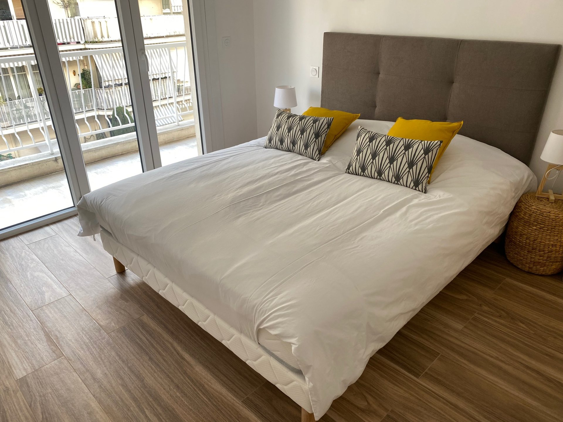 LE CANNET SALE 2 ROOMS RENOVATED CLOSE TO SHOPS AND TRANSPORT