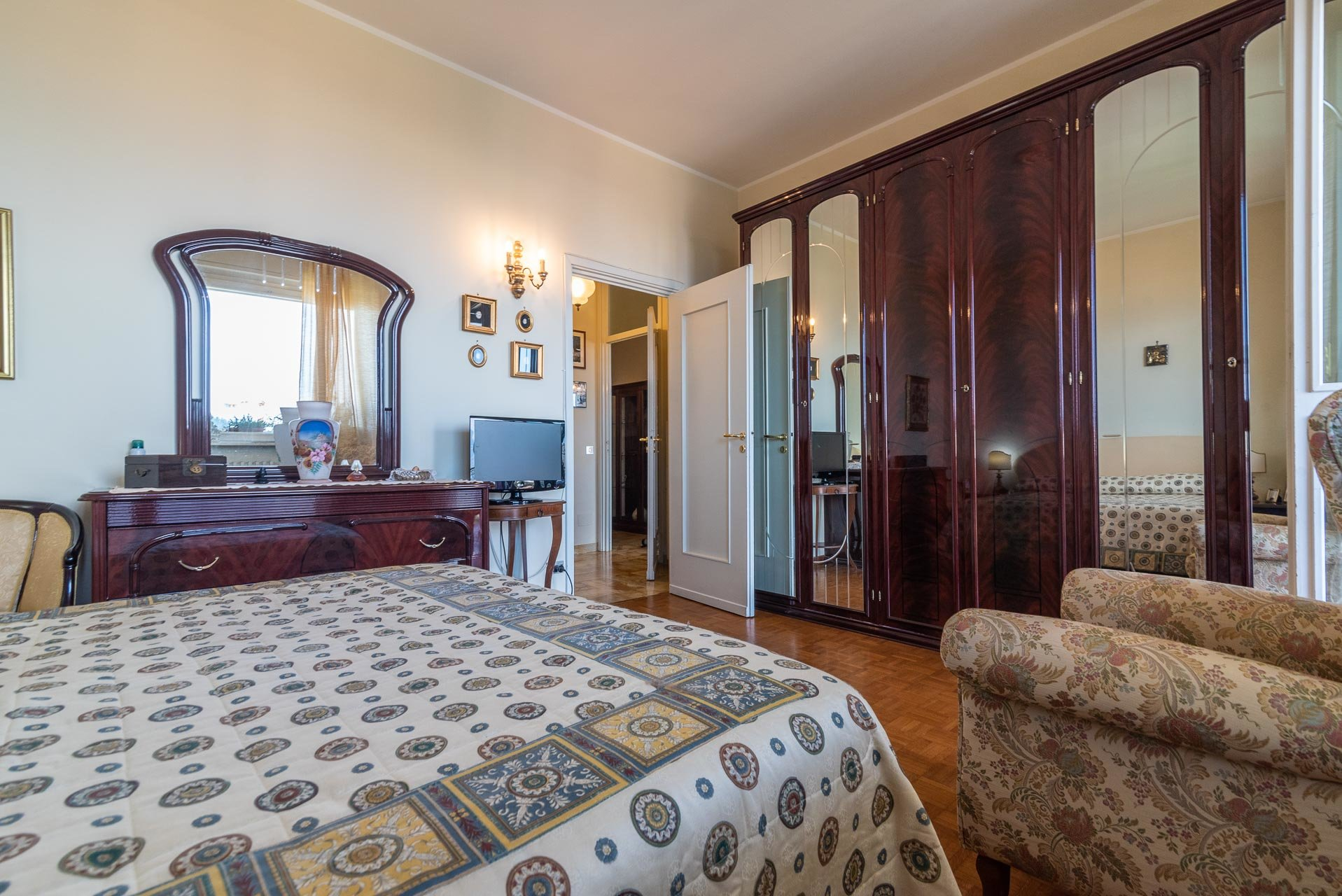 Apartment for sale in Stresa centre - bedroom