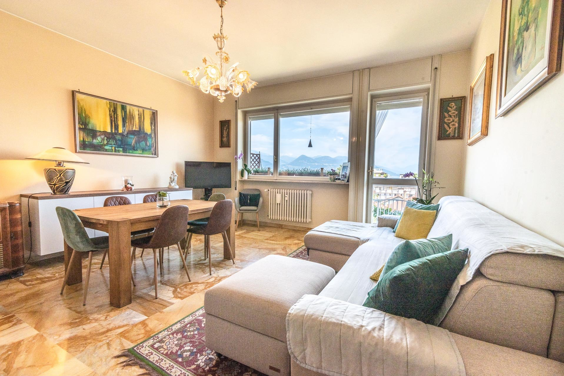 Apartment fo sale in Stresa centre - living room