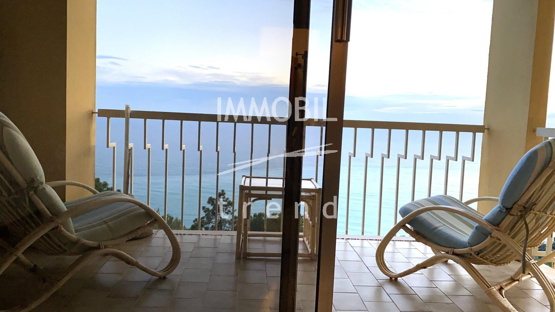 Immobilier Italie - A vendre, appartement quatre pièces avec vue mer panoramique, dans une résidence avec piscine