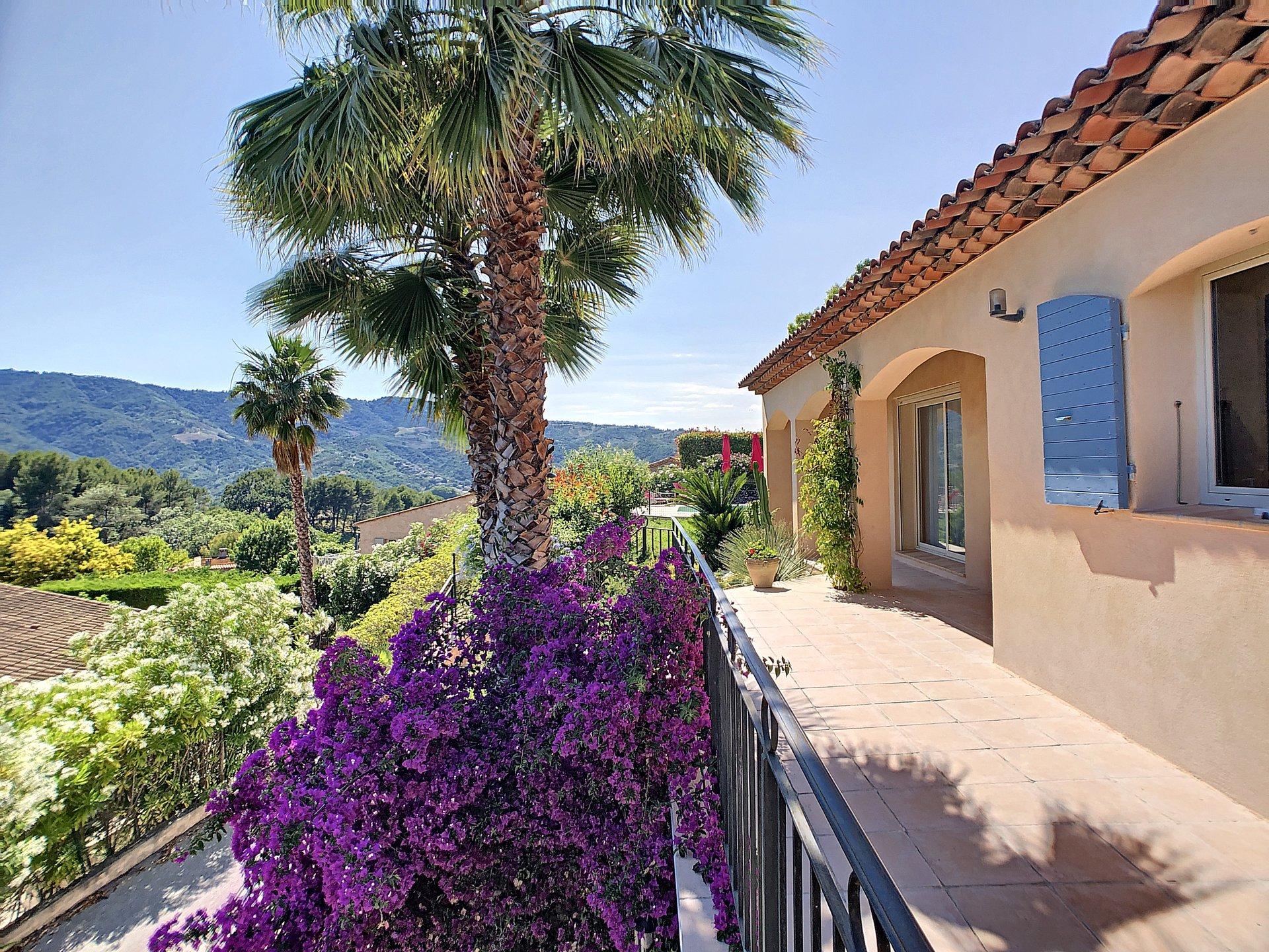 La Roquette, Villa in a quiet area with studio