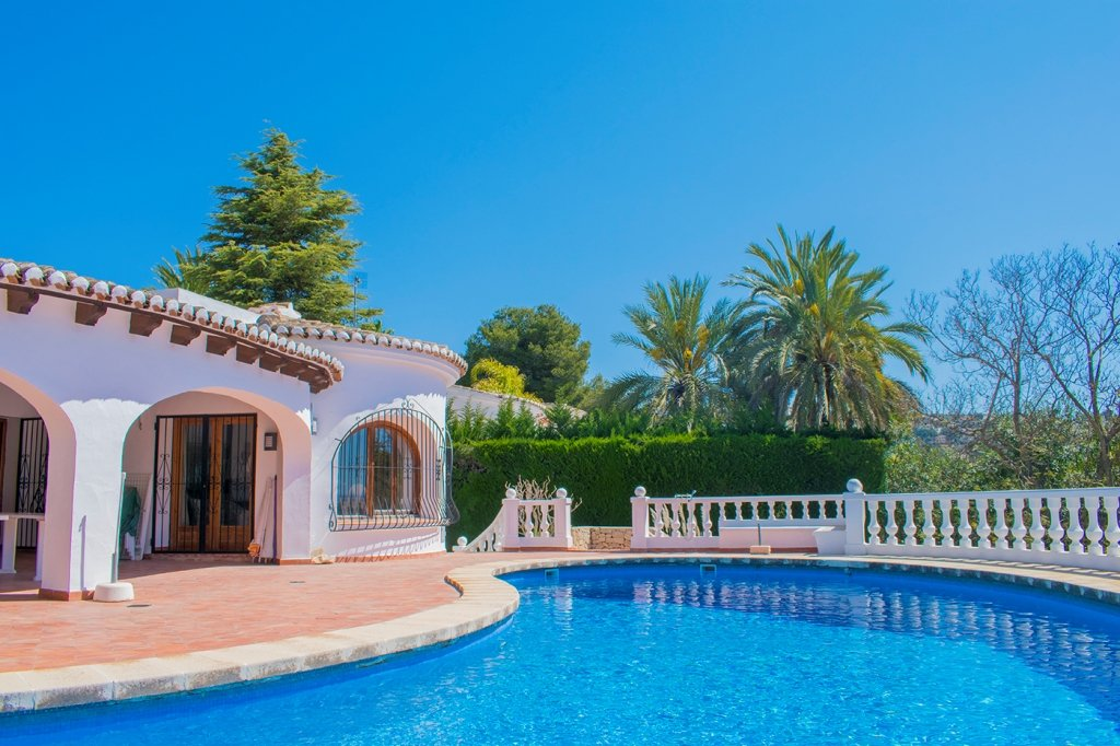 Villa with private swimming pool and sea views