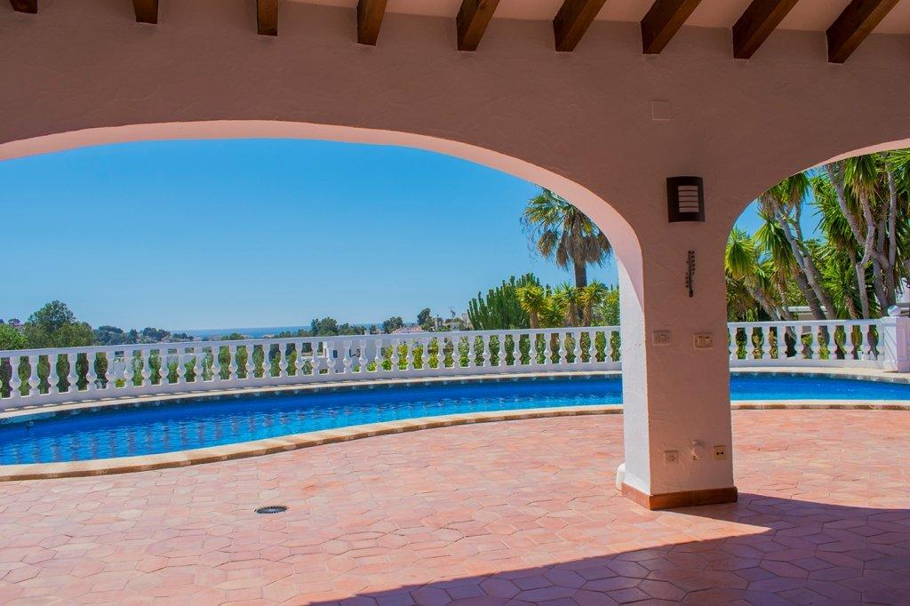 Villa con piscina privada y vistas al mar