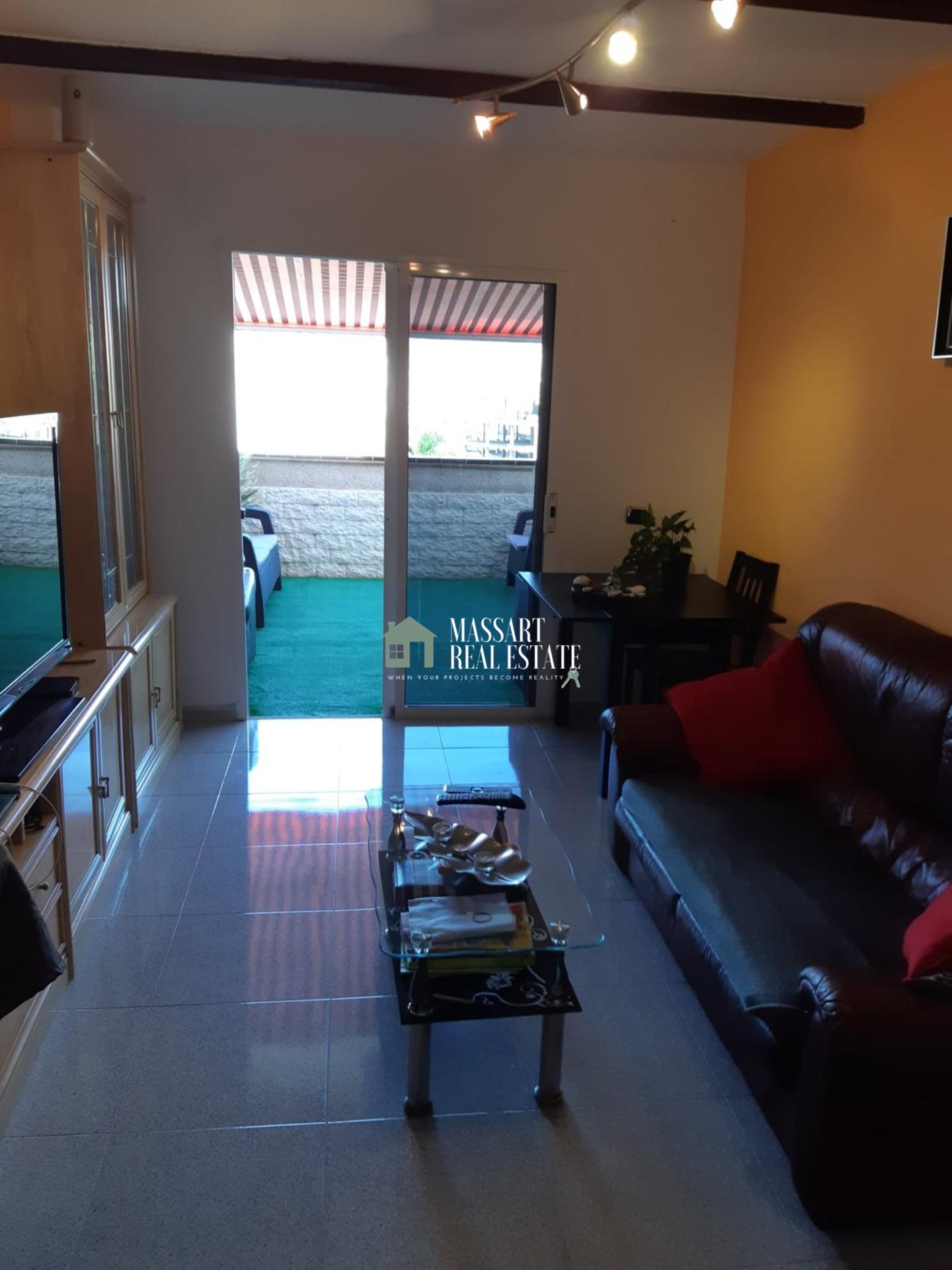 Furnished apartment of about 60 m2 in the strategic area of Los Cristianos characterized by offering incredible mountain views.