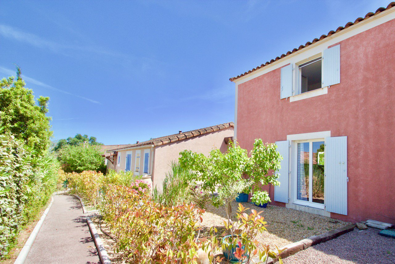 Modern house of 50m2 & nice garden in luxury domaine - Roquebrune-sur-Argens