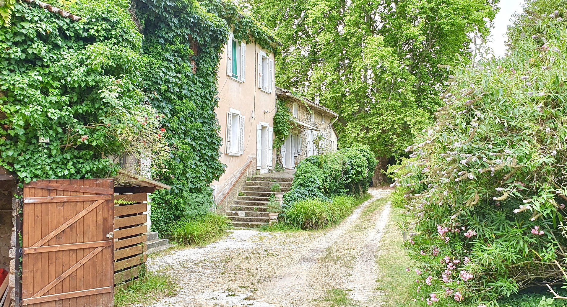 Peaceful property (1800) in the Provence.