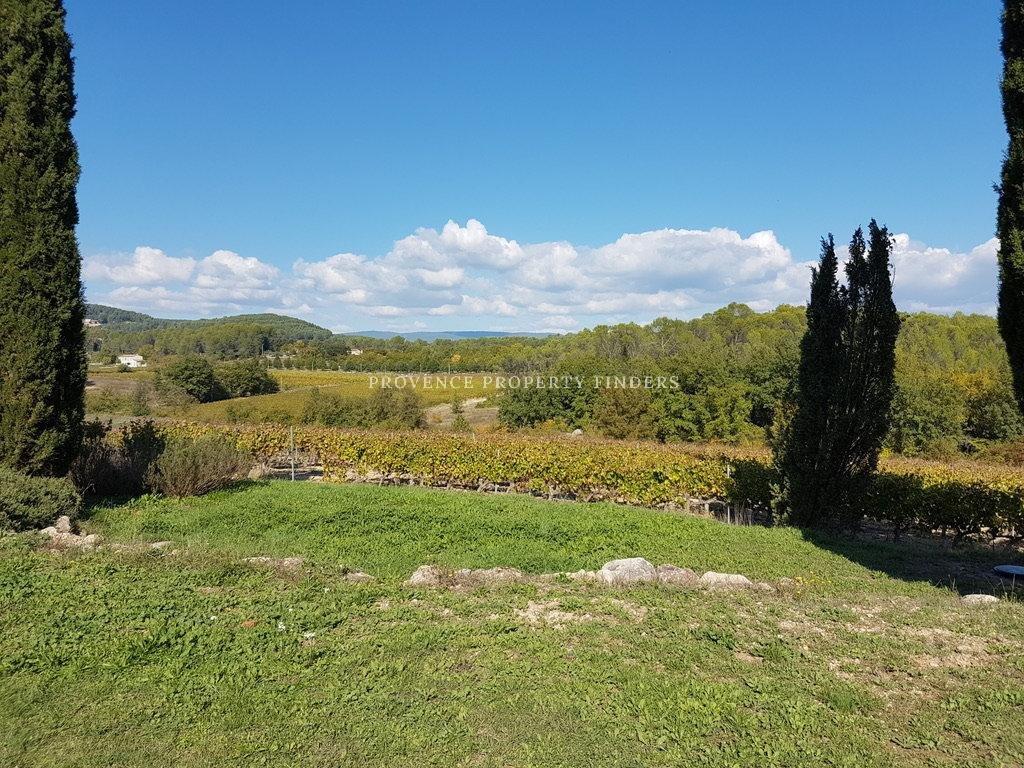 Bastide au milieu des vignes