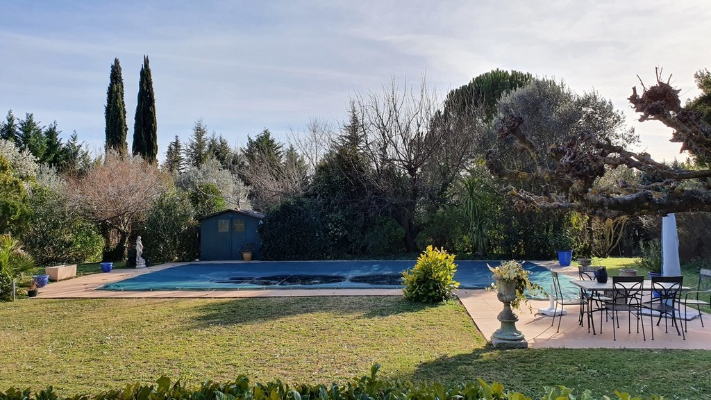 Villecroze, charming villa situated in a peaceful area.