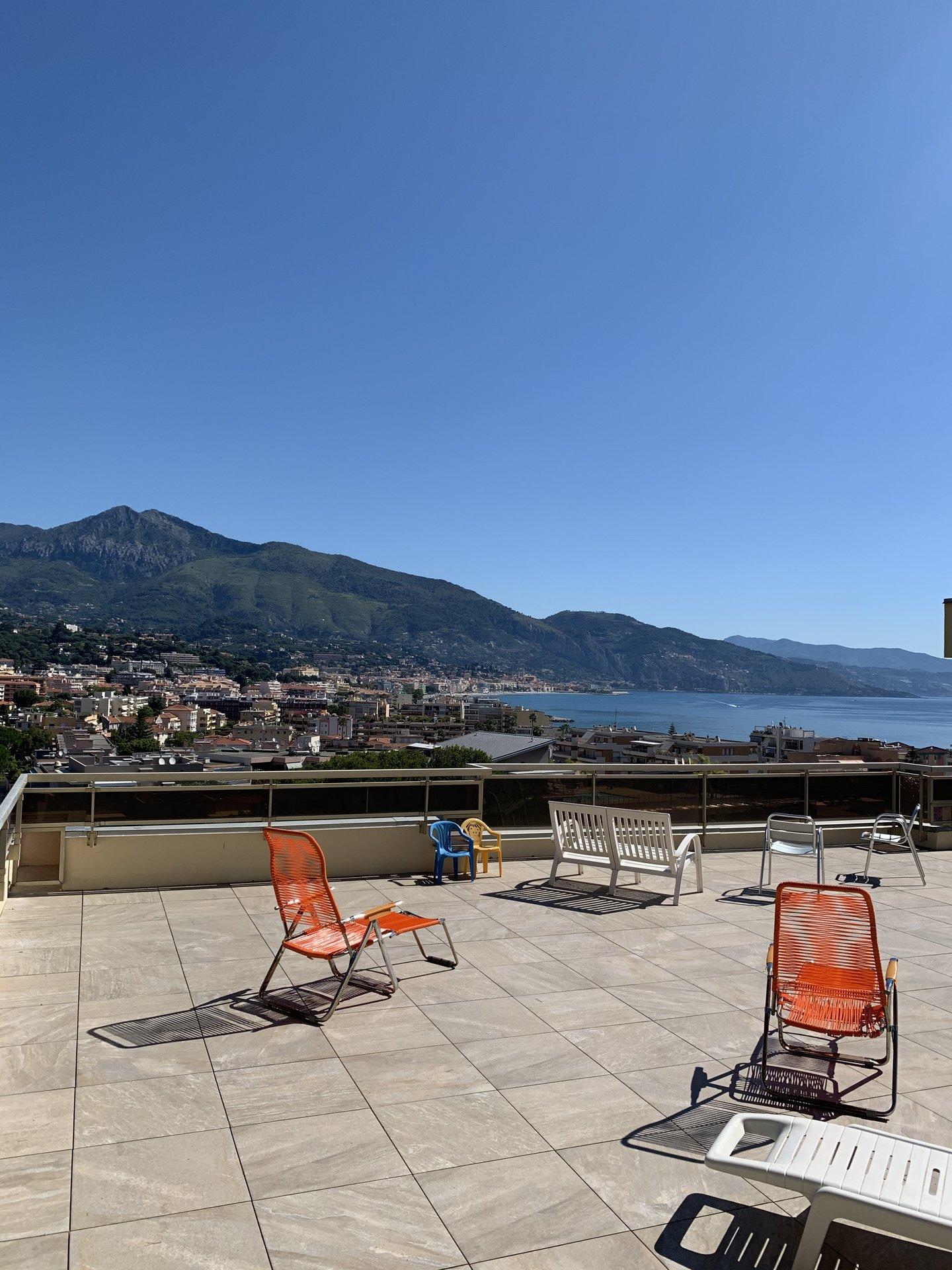 EXCLUSIVITE- Quartier de la Plage- Spacieux T2 avec Balcon et Loggia-Vue mer très dégagée-Parking sécurisée- Cave