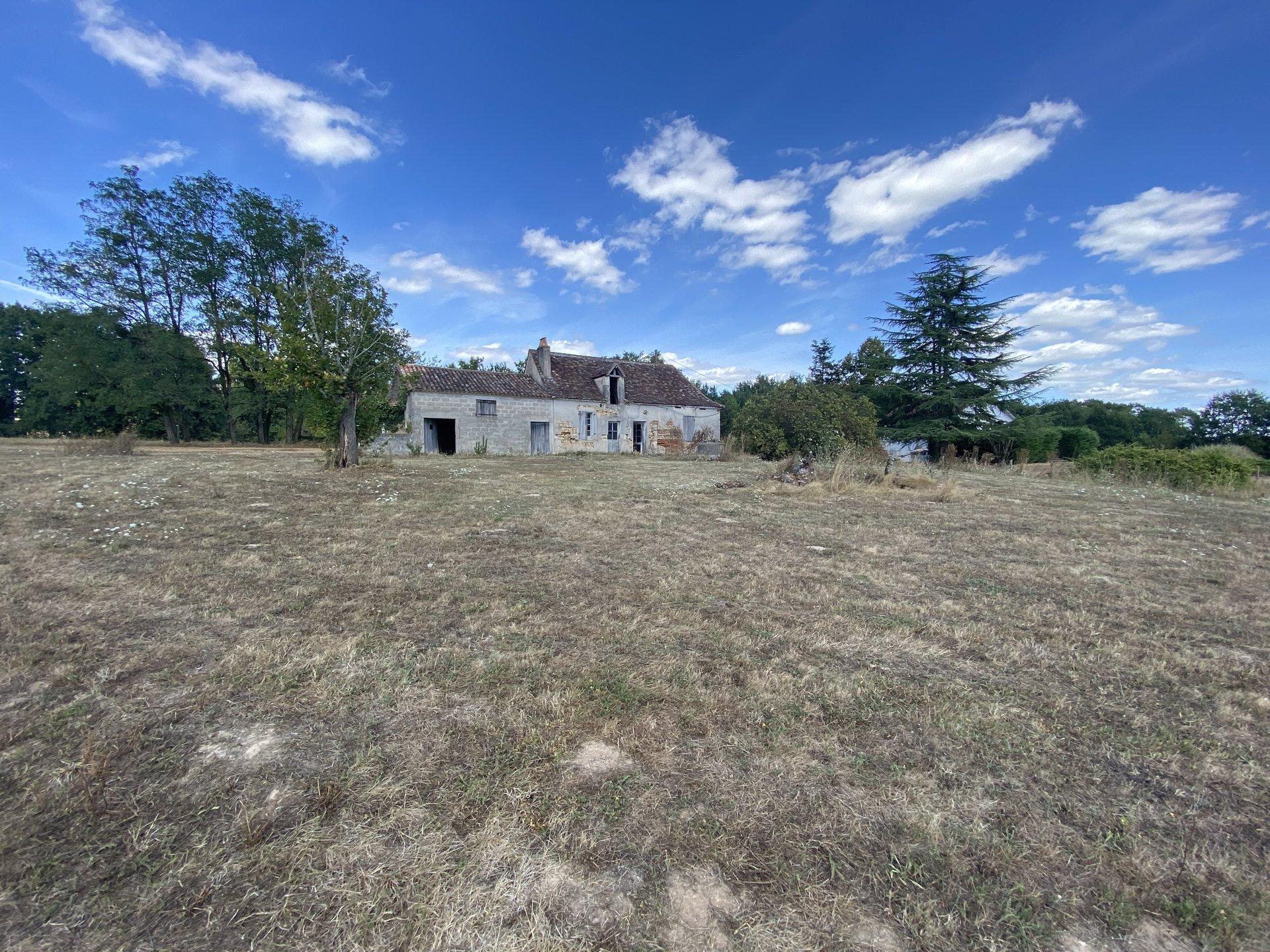 Ancien corps de ferme sur 8 300m² de parcelle