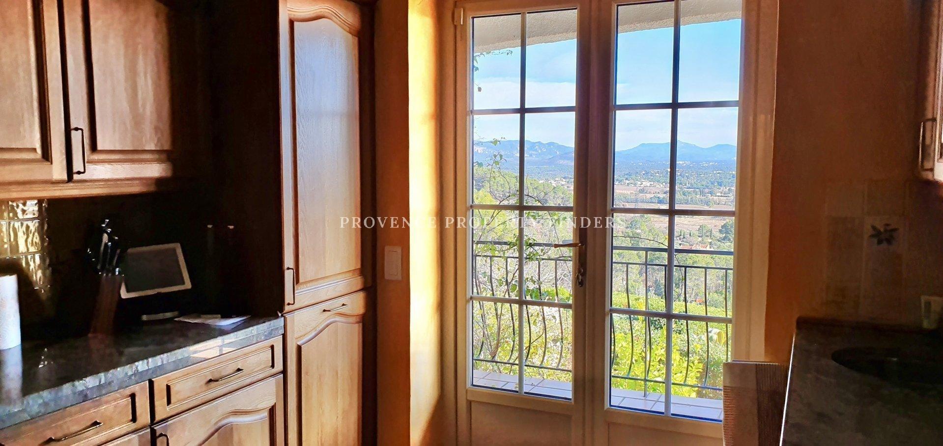 La Motte. Prachtige villa met uitzonderlijk mooi uitzicht.