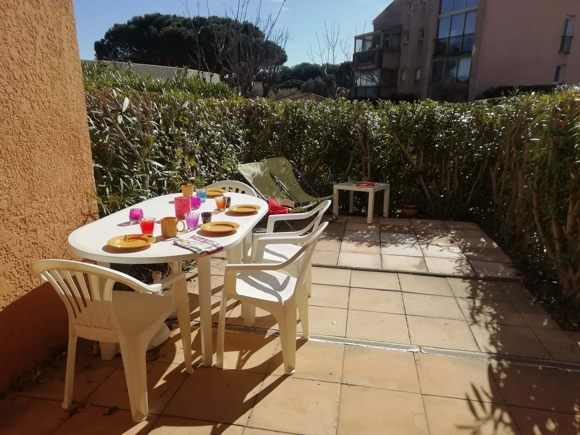 Beau studio avec terrasse et piscine