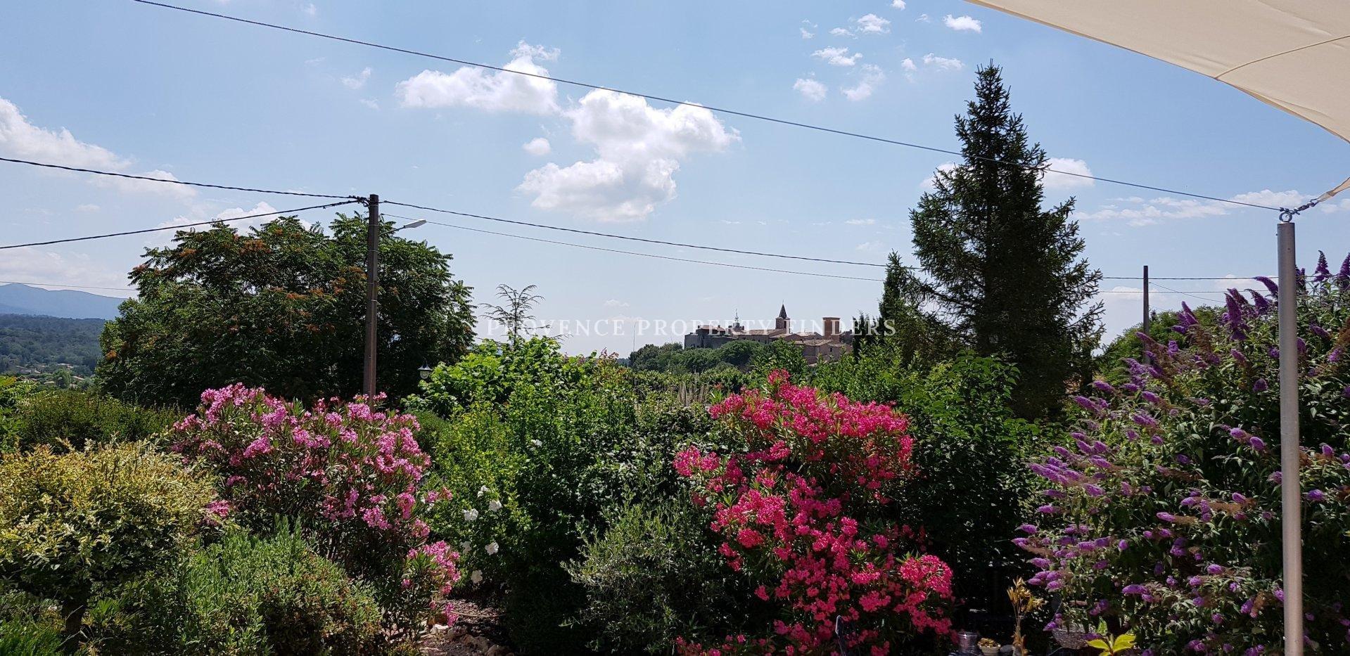 Mooie villa op loopafstand van het dorp.