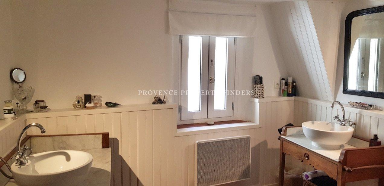Vendu       A vendre, maison de village Villecroze.