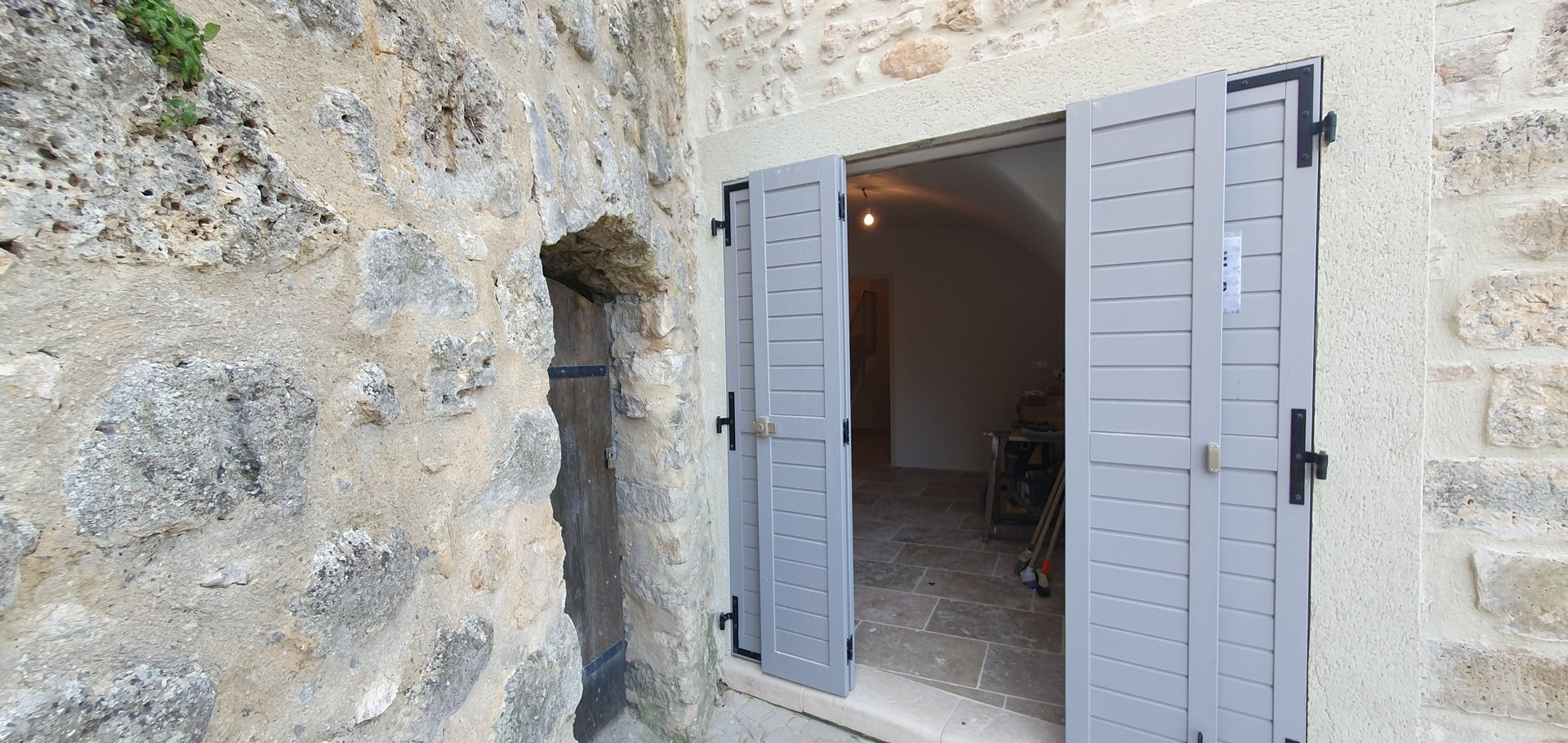 UNDER CONTRACT     Renovated village house close to the Lake Verdon.