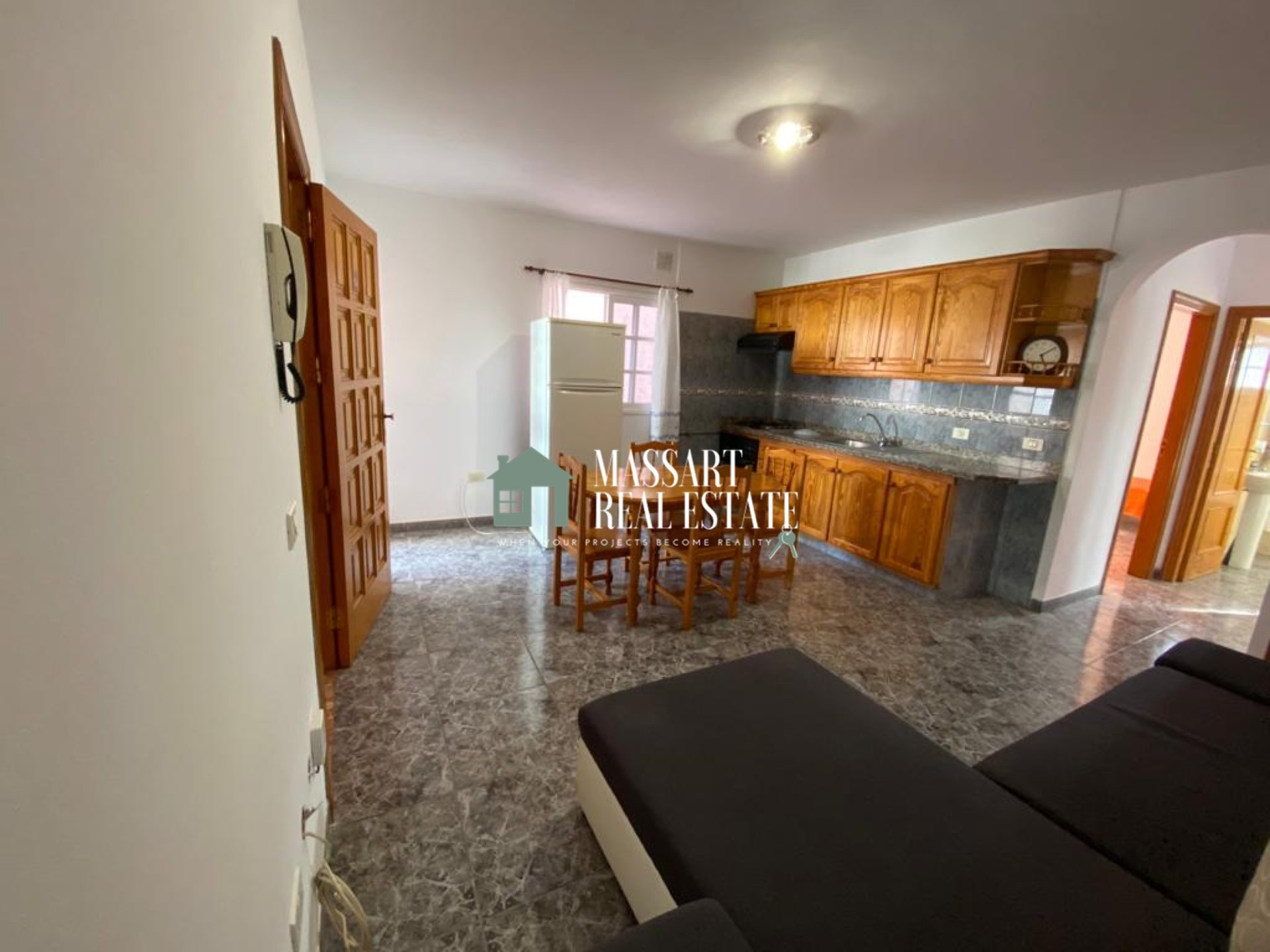 Te huur in Guaza (Arona), appartement van ongeveer 80 m2 volledig gemeubileerd en onlangs gerenoveerd ... ideaal om te genieten van een rustig leven.
