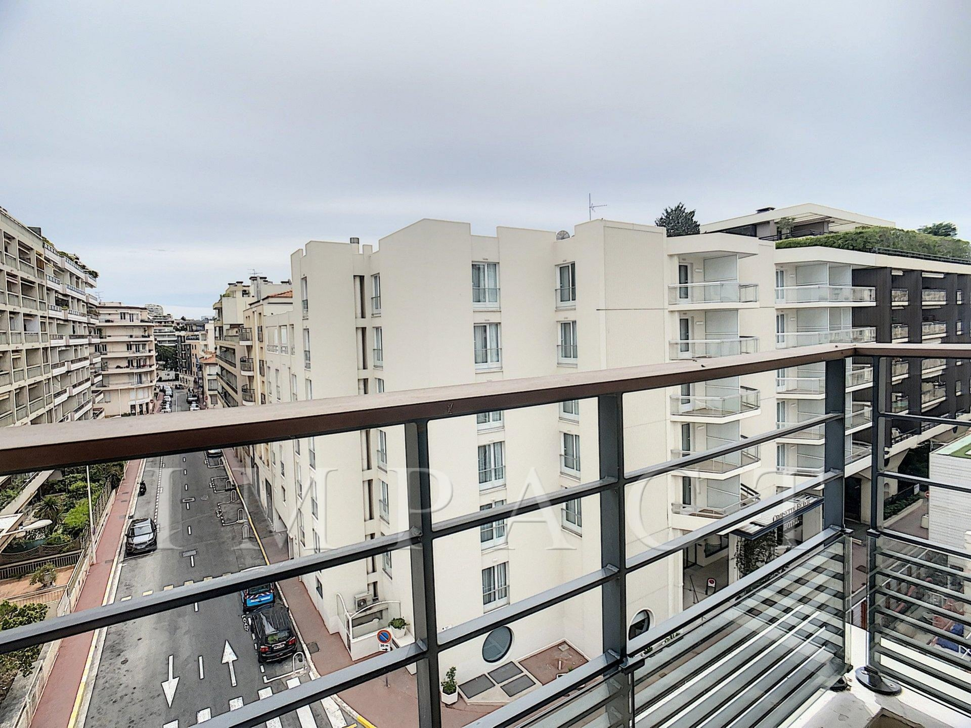 2 Bedrooms apartment to rent, Cannes
