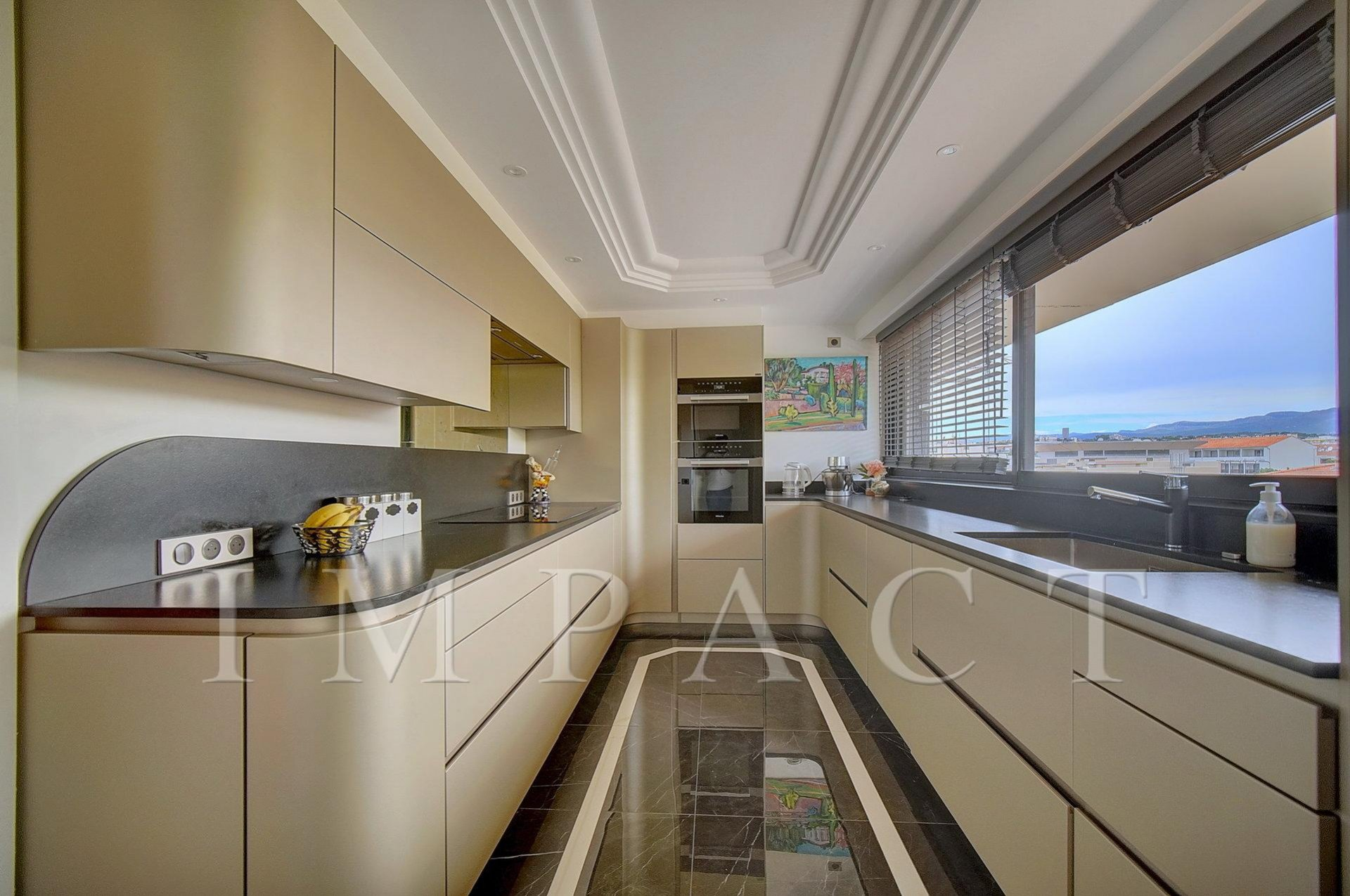 5 bedrooms new apartment, sea view for seasonal rental in Cannes.