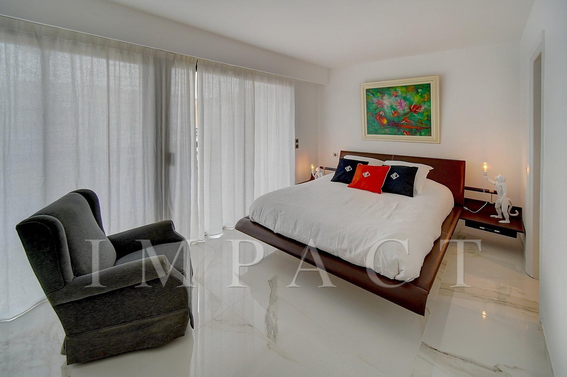 Appartement neuf 6 pièces, vue mer en location saisonnière à Cannes.