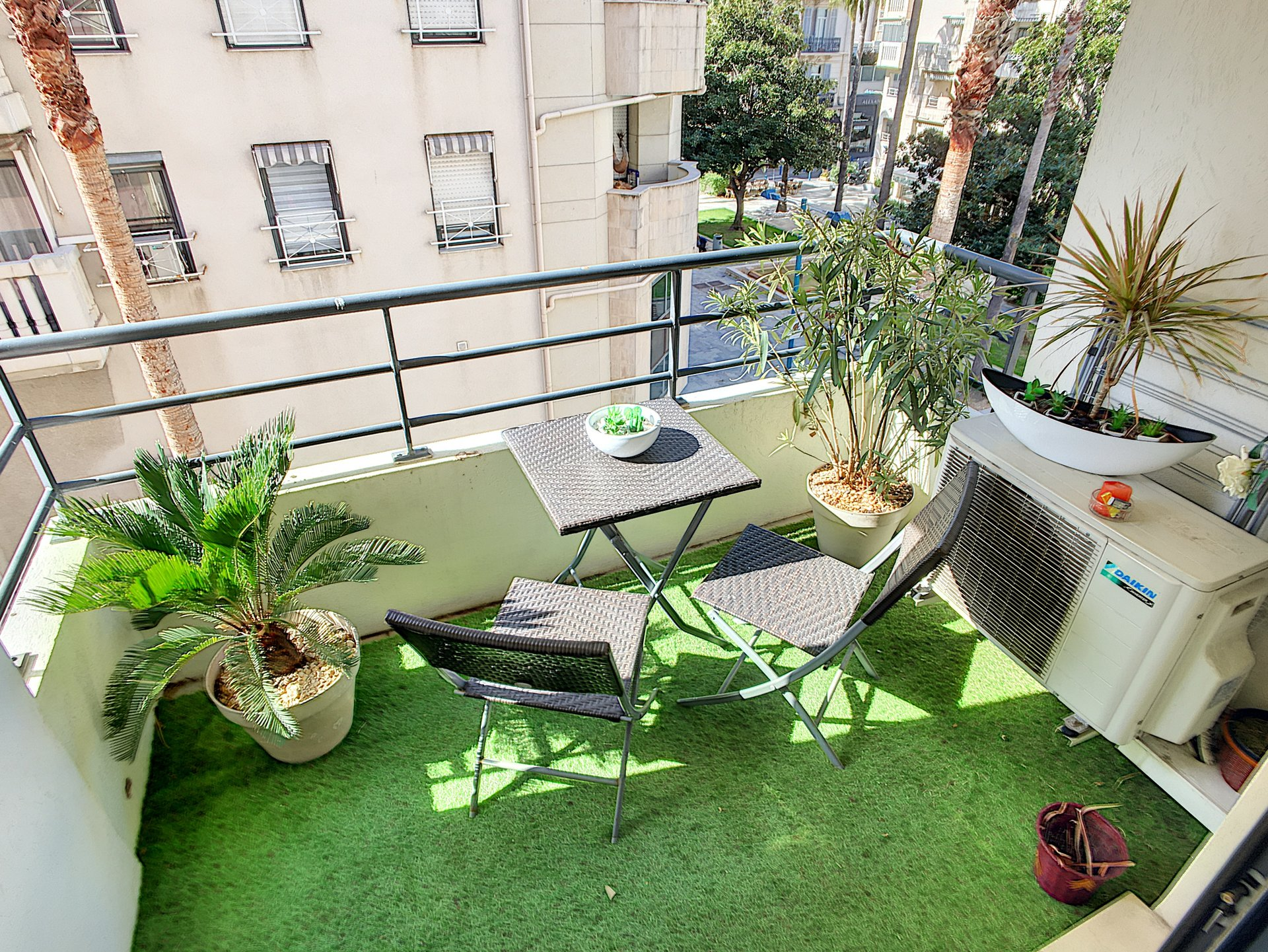 EXCLUSIVITE CANNES RUE D'ANTIBES 2P 40M2