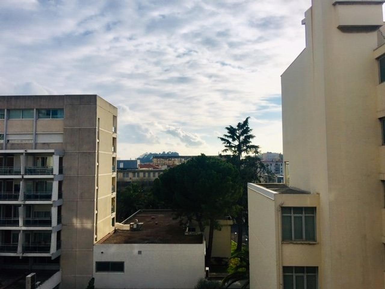 proche Palais des Expos - F3 avec terrasse