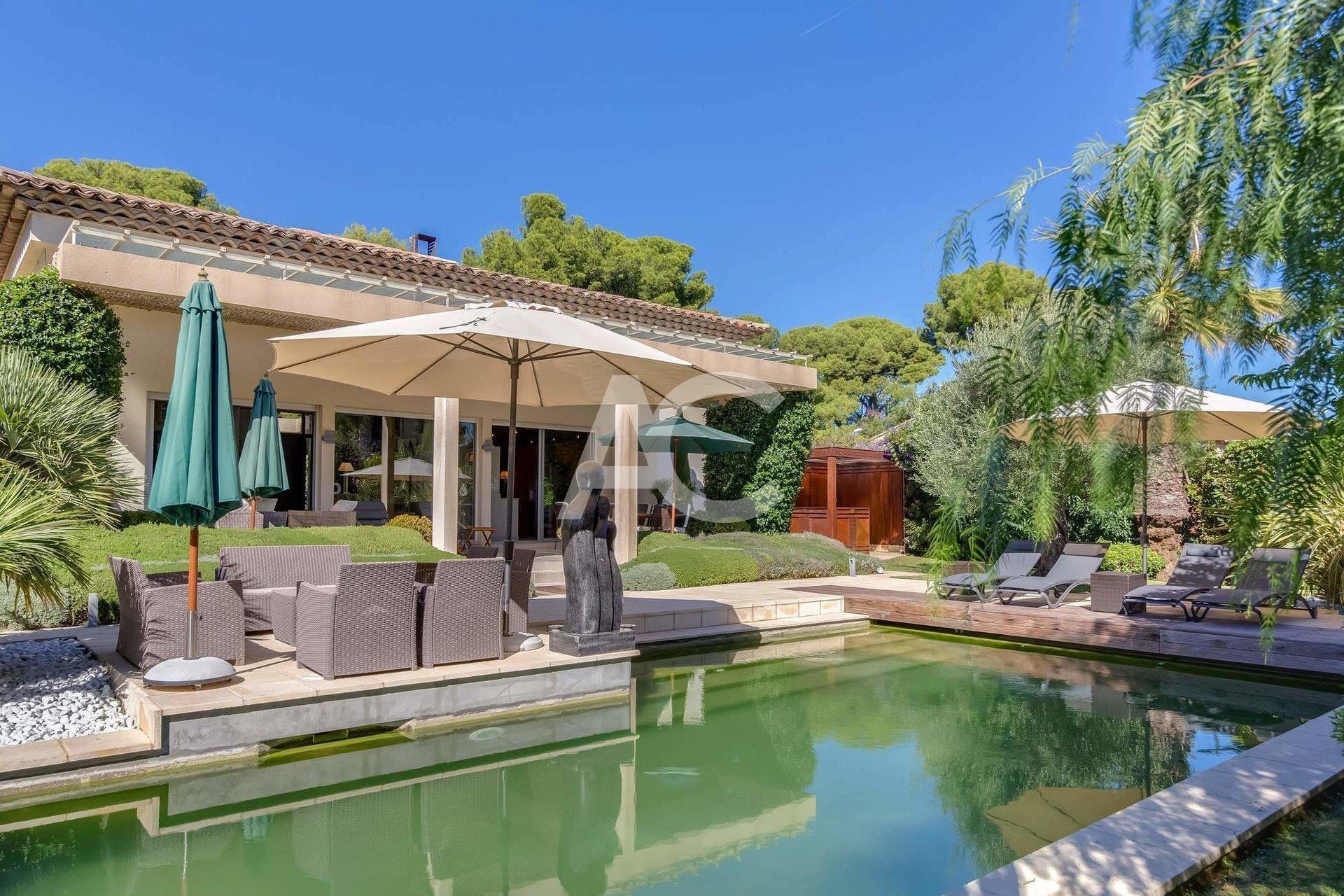 Villa moderne à 300 de la Garoupe - Cap d'Antibes
