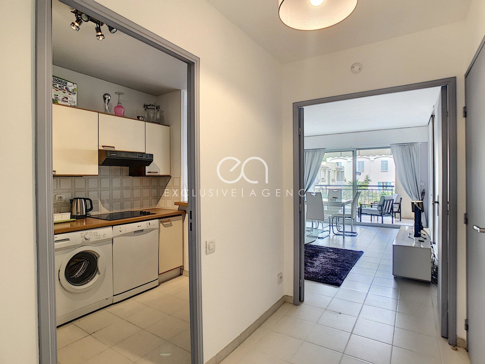 Cannes center Rental 2-room 48sqm with terrace.