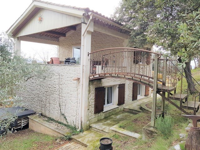 Villa sur 2400m² de terrain avec garage