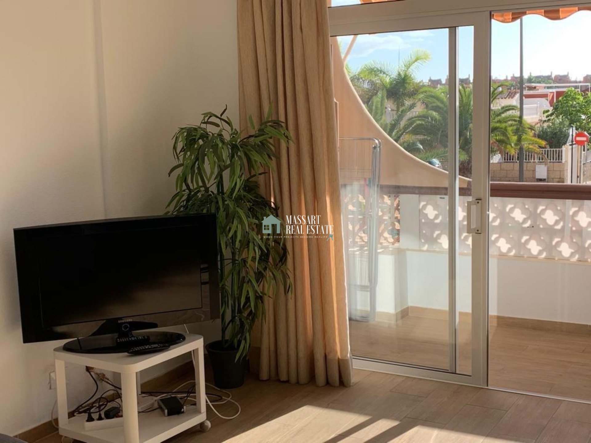 For sale in Palm-Mar, in Flamingo residential complex, 56 m2 furnished apartment in very good condition.