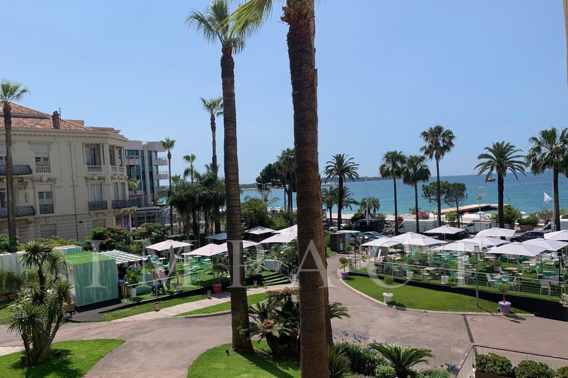 Apartment sea view in the Grand Hotel Cannes Croisette